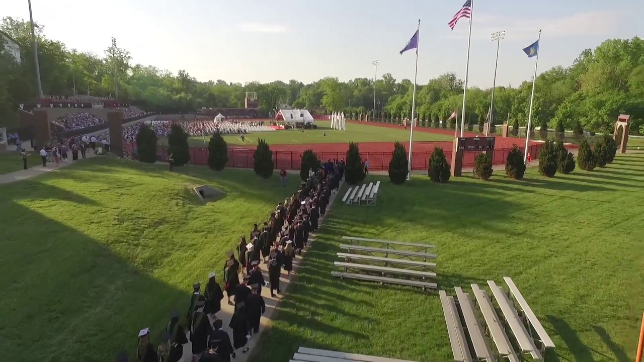 Students walking into Commencement